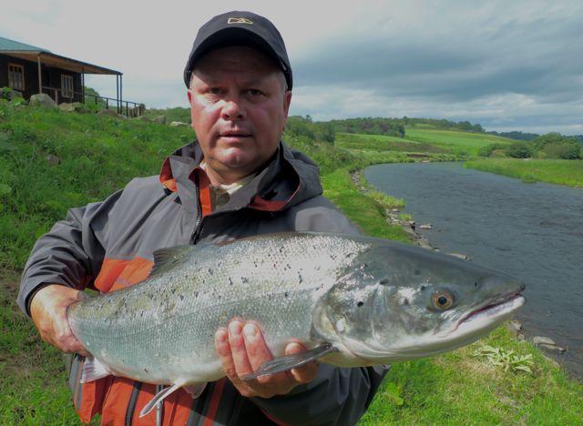 saumon-85cm-136lb-mouche